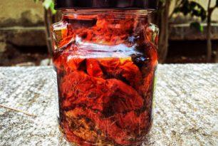 Schadstoffe in getrockneten und eingelegten Tomaten